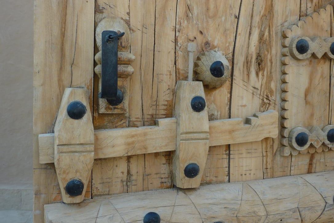 Leem Paleis in de woestijn, hand gemaakte buitendeur