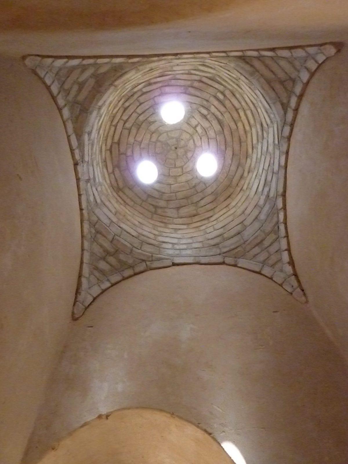 Leemstenen koepel leembouw
