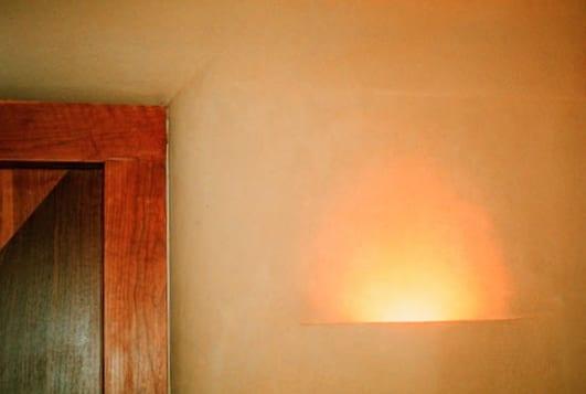 leemstuc leempleister half inbouw lamp