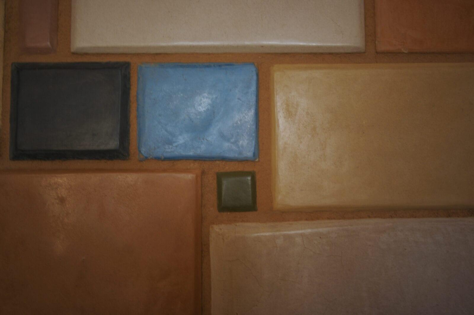 tadelakt samples op de muur